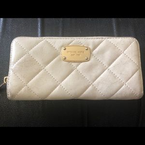 Authentic Michael Kors Cream Lambskin Wallet